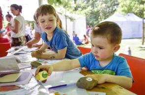 Začínáme kreslit: voskovky, pastely a fixy pro nejmenší děti