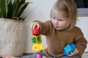Jak rozvíjet dvouleté děti: Zkouším skládat